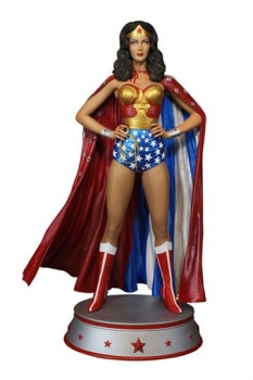 DC Comics Maquette Wonder Woman Cape Variant 33 cm