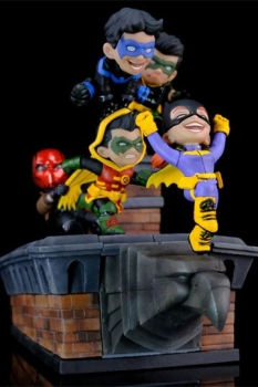 DC Comics Q-Master Diorama Gotham Rooftop 28 cm