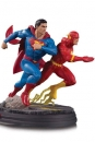 DC Gallery Statue Superman vs The Flash Racing 26 cm