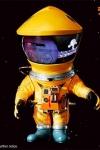 2001: Odyssee im Weltraum Artist Defo-Real Series Vinyl Figur DF Astronaut Yellow Ver. 15 cm